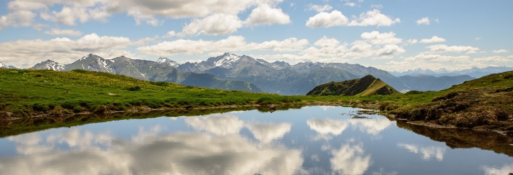 unsplash mountains reflecting in lake cropped